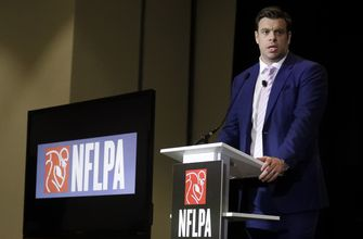 Photo of NFL players approve labor deal, including 17-game season