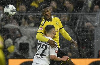 Photo of Dortmund defender Dan-Axel Zagadou injures knee ligament