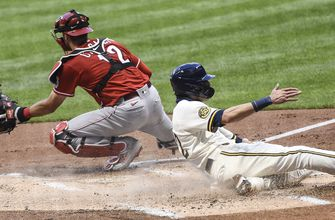 Photo of Reds' bats can't back Bauer in 4-2 loss to Brewers