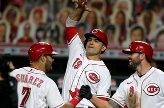 Photo of Votto homers, Bauer sharp as surging Reds top Brewers 6-1