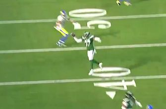 Photo of Jets CB Bryce Hall hauls in one-handed interception vs. Rams