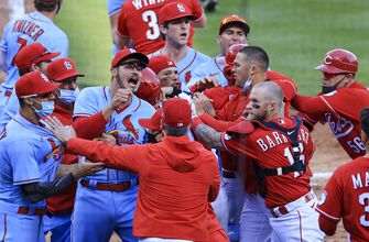 Photo of Cardinals scuffle with Reds in 9-6 loss