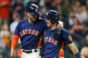 Photo of Astros score four in the eighth to pull away from Rangers, 6-2