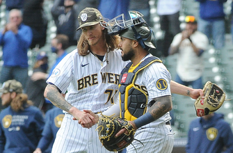 Photo of Brewers survive Braves' late rally to win, 10-9