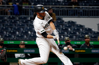 Photo of Jacob Stallings caps off huge night with walk-off homer as Pirates beat Giants, 8-6