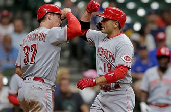 Photo of Joey Votto homers, drives in three for Reds in 10-2 drubbing of Brewers