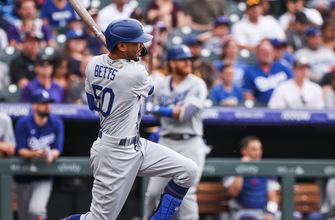 Photo of Mookie Betts belts a homer in Dodgers' blowout 13-0 win over D'Backs
