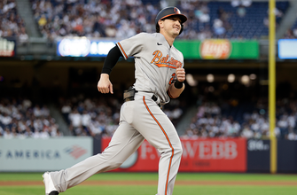 Photo of Orioles launch four homers in 7-1 rout of Yankees